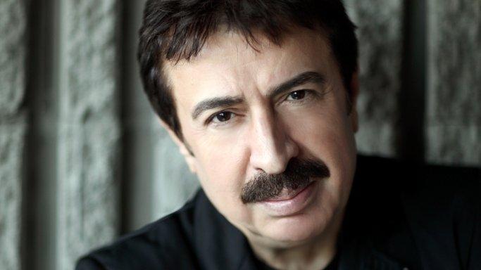 Şair ve şarkı sözü yazarı Ahmet Selçuk İlkan'dan ünlülere 'Sevgililer Günü' hediyeleri