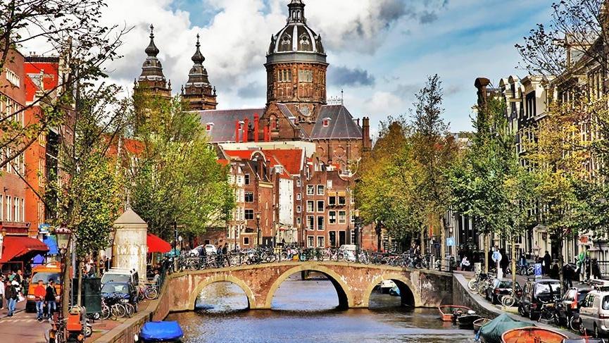 Amsterdam'daki köprü ve rıhtımlar çökme riskine karşı yenilenecek