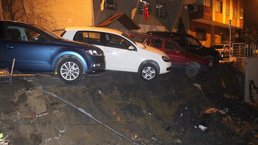 Beşiktaş'ta yol çöktü! Mahalleli büyük korkuyla uyandı