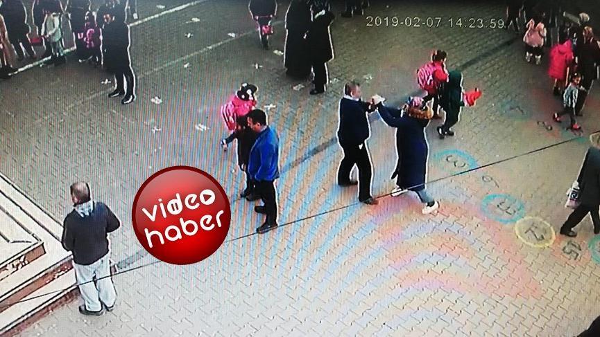 Okul bahçesinde oğlunun sınıf öğretmenini bıçakladı!