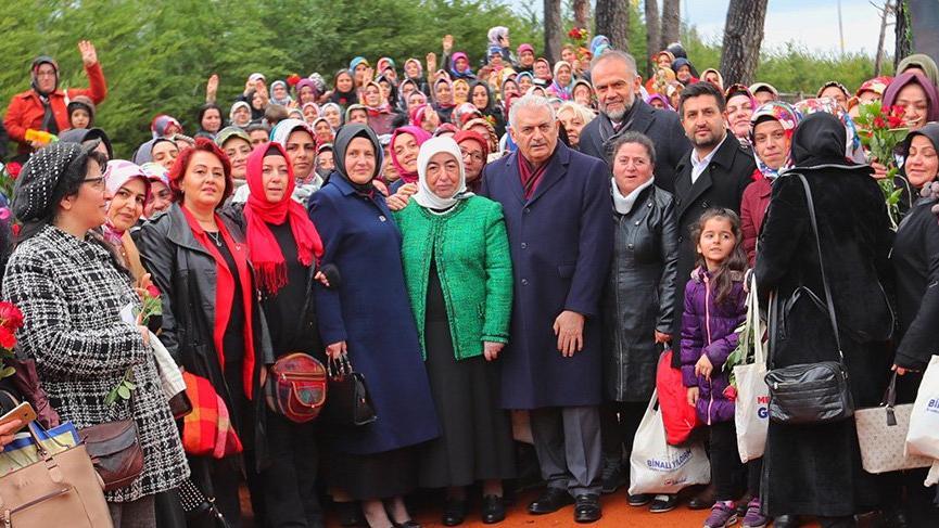 Binali Yıldırım İstanbul'da kadın seçmenlerle buluştu