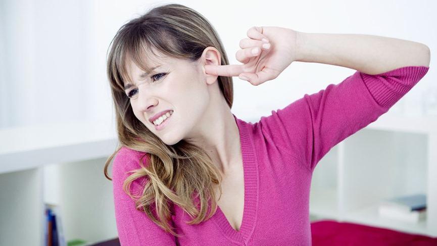 Kulak çınlamasından 1 dakikada kurtaran yöntem!