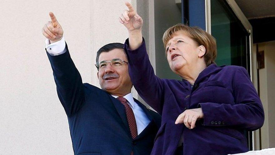 Merkel ve Davutoğlu için çarpıcı iddia: Habersizce görüştüler