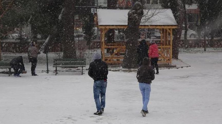 Edirne'de yarın okullar tatil mi? Gözler Valilik açıklamasında…