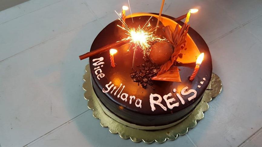 MHP'lilerden Erdoğan'a pastalı doğum günü kutlaması