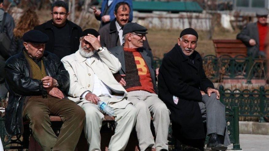 EYT için bekleyiş sürüyor! Emeklilikte yaşa takılanlar son durum…