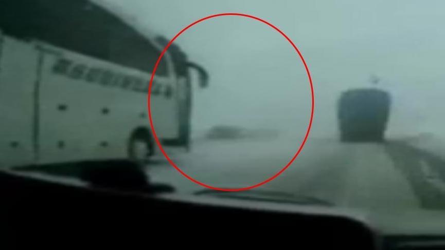 Korkunç kazanın görüntüsü ortaya çıktı! Yolcu otobüsüyle otomobil kafa kafaya çarpıştı