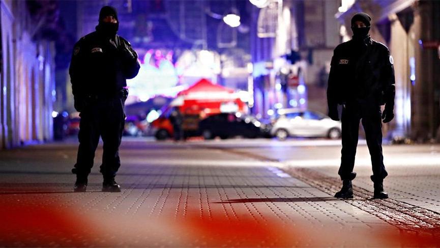 Fransa'da 5 kişiyi bıçakla yaralayan saldırgan öldürüldü