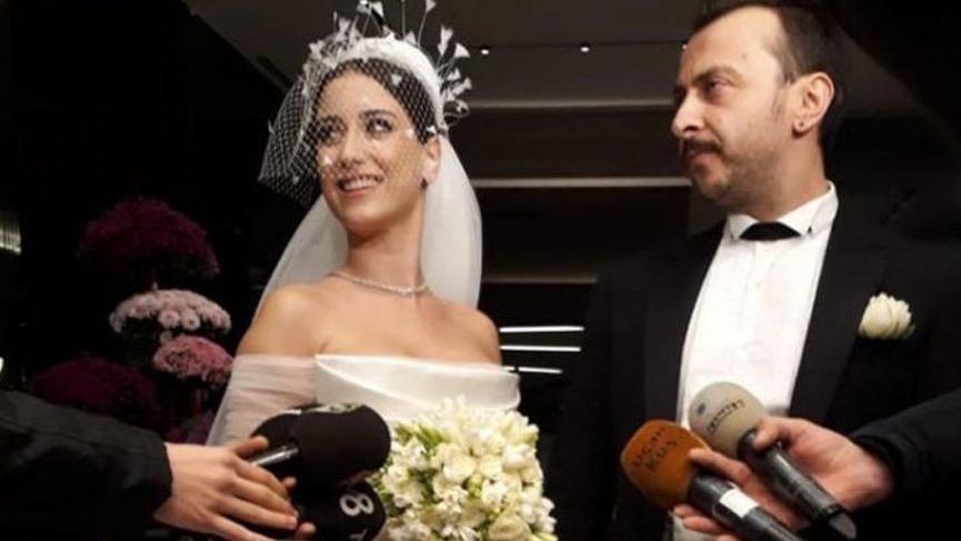 Hazal Kaya ile Ali Atay evlendi! İşte Hazal Kaya'nın gelinliği…