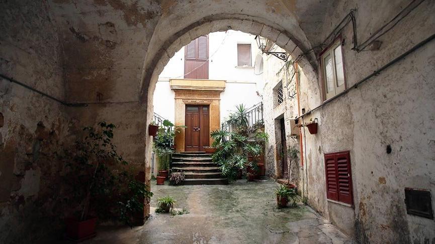 İtalya'nın köyünde 1 Euro'ya satılan evlere ilgi büyük