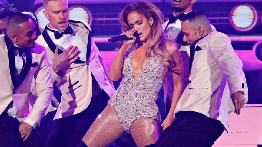 Jennifer Lopez 61. Grammy Ödülleri'nde Nedret Taciroğlu tercih etti