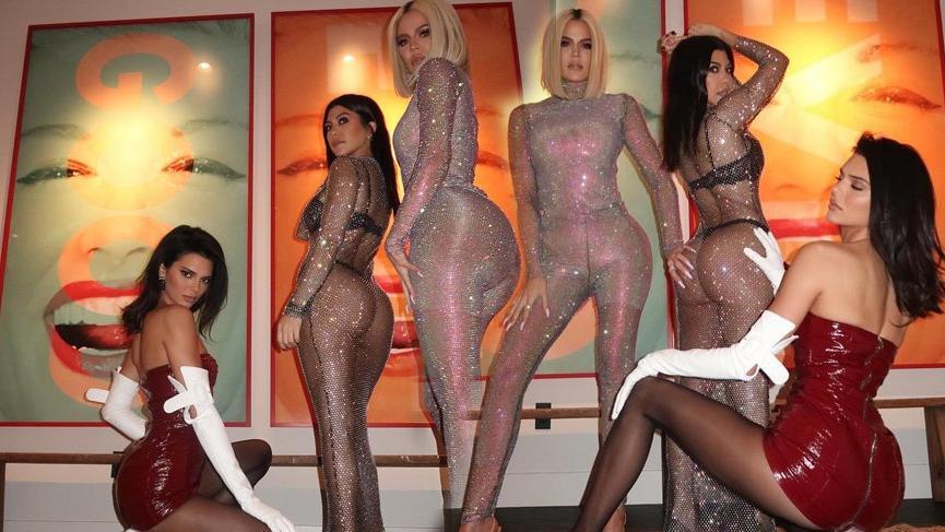 Khloe, Kourtney Kardashian ve Kendall Jenner'dan seksi pozlar