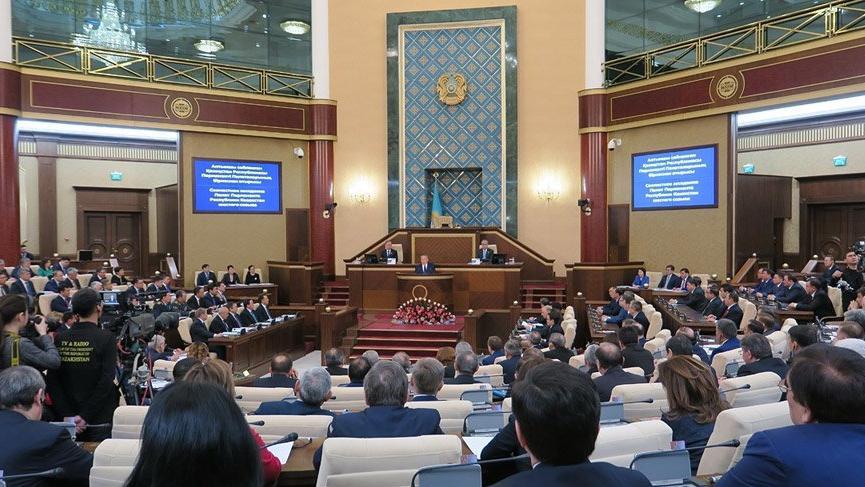 Kazakistan'da hükümet istifa etti!