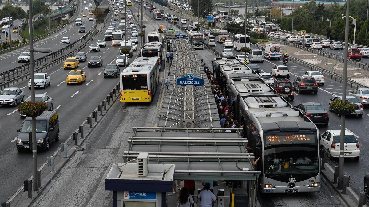 Bahçelievler'de metrobüs kazası: 3 yaralı