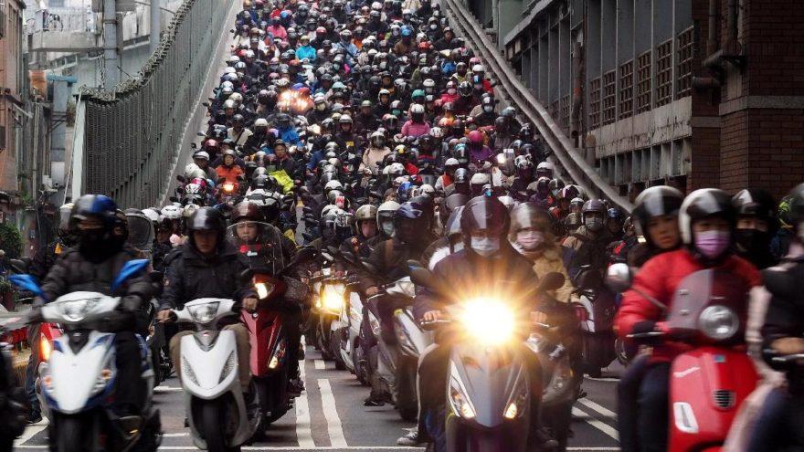 Bu görüntünün eşi benzeri yok! 'Motosiklet Şelalesi'
