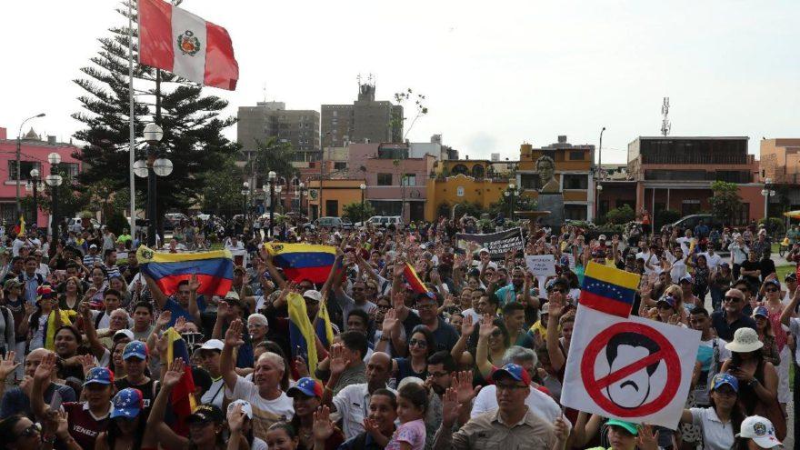 Guaido: 12 Şubat'ta protesto için sokağa çıkın
