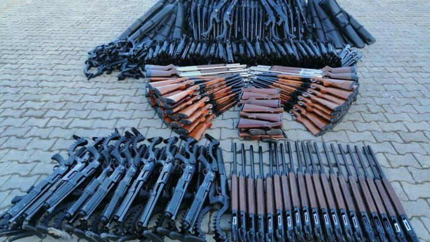 Hakkari'de arazide 396 av tüfeği bulundu