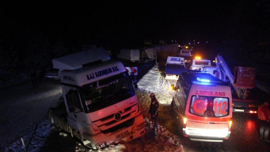 13 aracın karıştığı kaza nedeniyle kapanan yol, açıldı