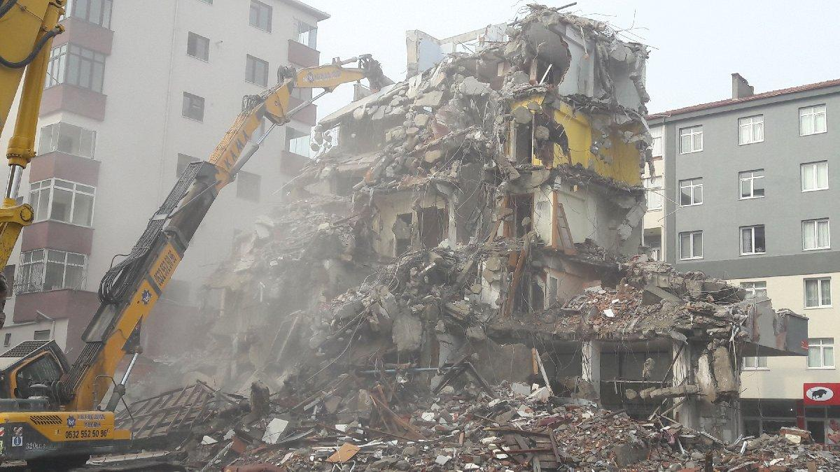 Kartal'da ikinci binanın yıkımı bitmek üzere