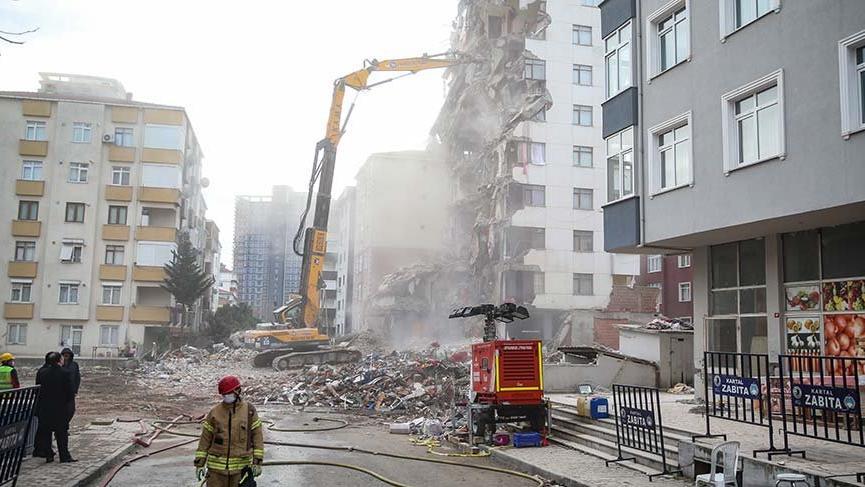 Kartal'da 10 katlı binanın yıkımına bu sabah tekrar başlandı