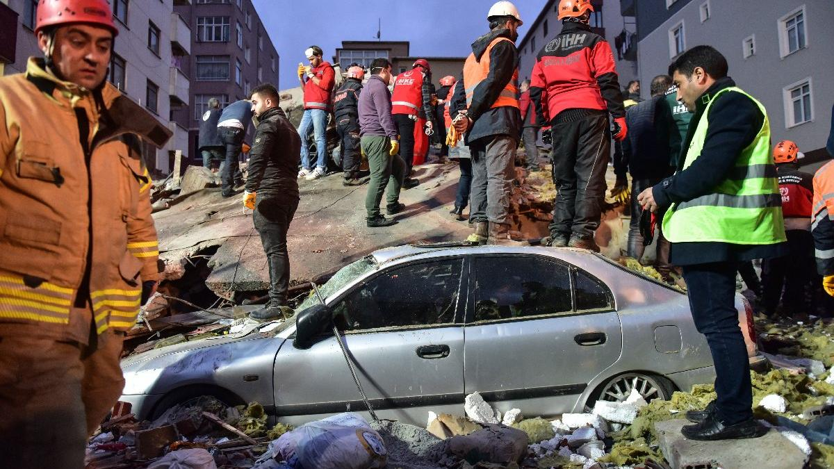 İstanbul Kartal'da 8 katlı bina çöktü: 3 ölü, 12 yaralı | Son dakika haberleri