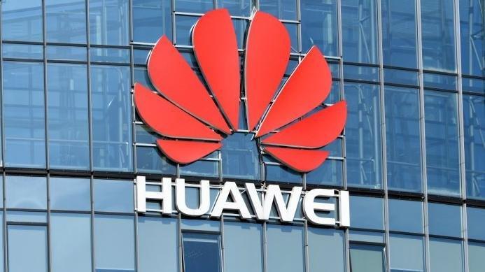 Danimarka, iki Huawei çalışanını sınır dışı etti