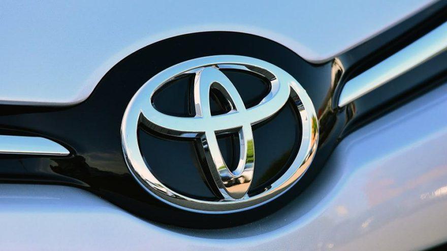 Toyota'dan iki yeni Corolla!