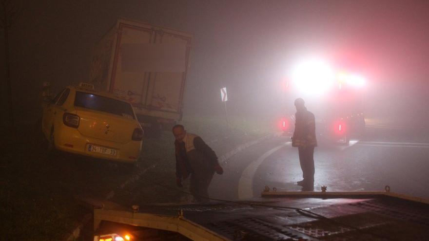 Yoğun sis kazaları beraberinde getirdi