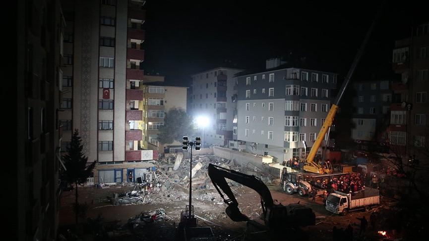 Erdoğan enkaz bölgesine gitti: Alacağımız çok ders var