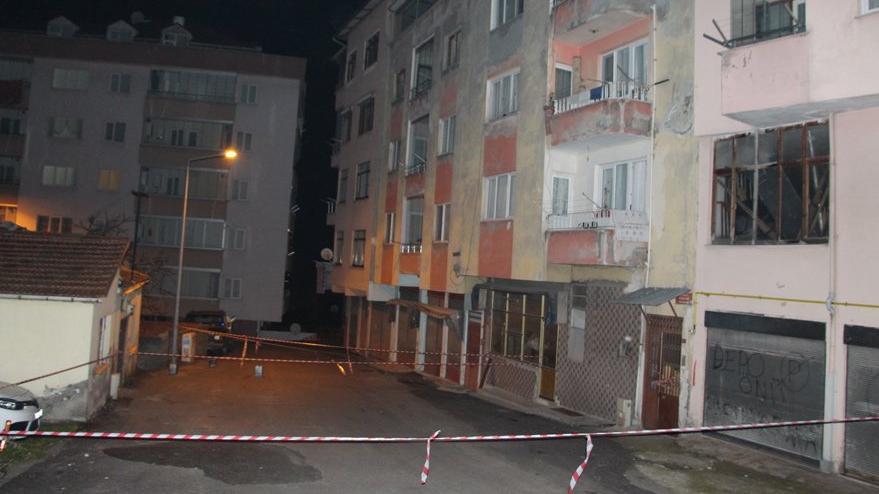 Trabzon'da 4 katlı bina çatlaklar nedeniyle boşaltıldı