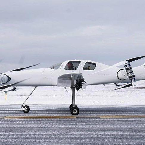 Dikey kalkabilen elektrikli 'hava taksi' test uçuşunu yaptı