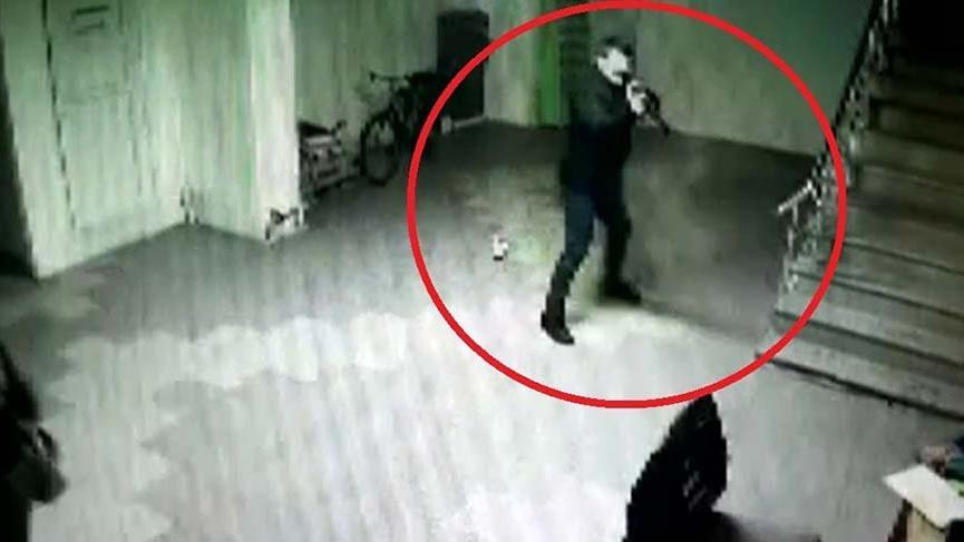 Eski çalışanın iş yeri sahibini vurma anı güvenlik kamerasında