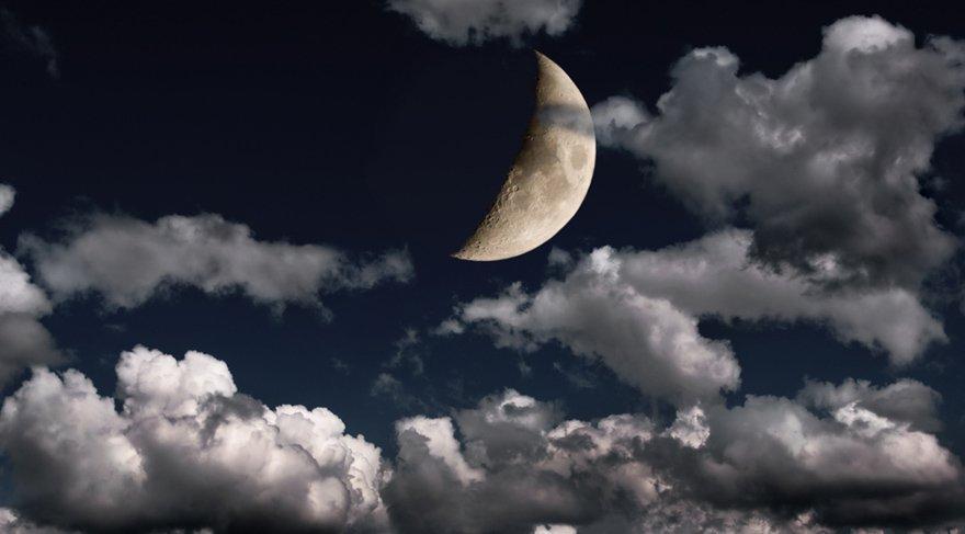 Bu Yeni Ay'a Jüpiter destek verirken, Poseidon ise zorlu bir görünüm yapacak ve Dorsum sabit yıldızı etkin olacak. Jüpiter etkisi ile etki alanımız güçlenecek, yeni bir şeyler öğrenmeye daha açık bir hale geleceğiz. Her türlü imza gerektiren durum, seyahat, sözleşme, anlaşma, yurt dışı bağlantılı işler, hukuki konular, eğitim için, entelektüel gelişim için destekleyici bir Yeni Ay sürecinde olacağız.