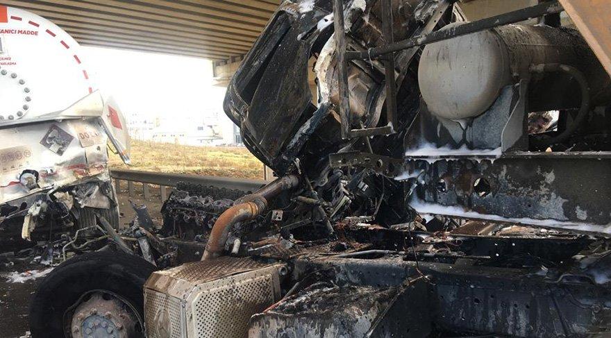 Kazada hafriyat kamyonu alev alev yandı. Foto: DHA