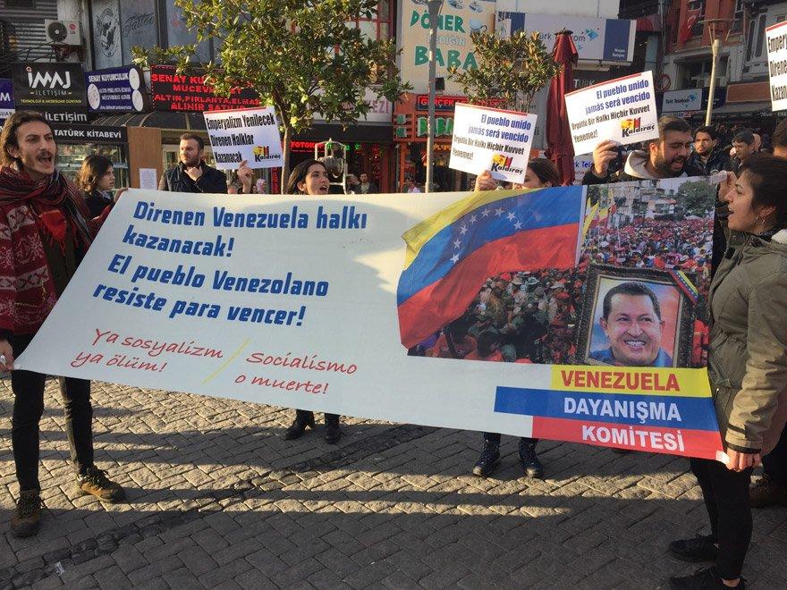 İstanbul'un Beşiktaş ilçesinde Venezuela'ya destek eylemi gerçekleştirildi. AA