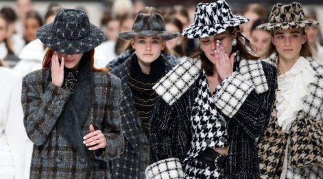 Karl Lagerfeld'in Chanel için hazırladığı son koleksiyon Paris Moda Haftası'nda sergilendi