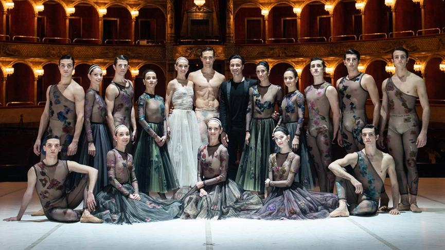 Dior Nuit Blanche gösterinin kostümlerini tasarladı