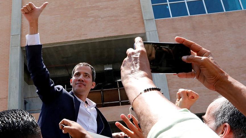 Guaido Venezuela'ya döndü | Son dakika haberi