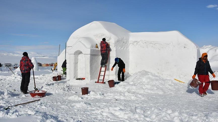 Kars'taki kardan figürler ve maketlere yoğun ilgi