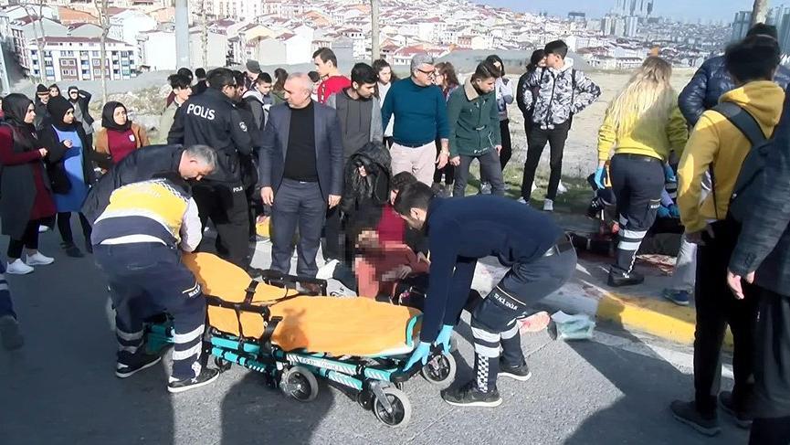 İstanbul'da okul önünde öğrenci kavgası: 2 yaralı