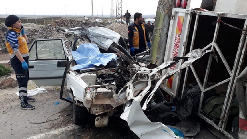Akılalmaz kaza! Sürücü ve eşi öldü, 5 çocuk yaralı