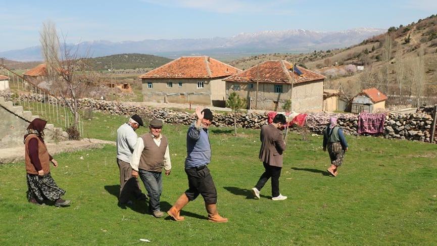 14 kişinin yaşadığı 7 haneli köy