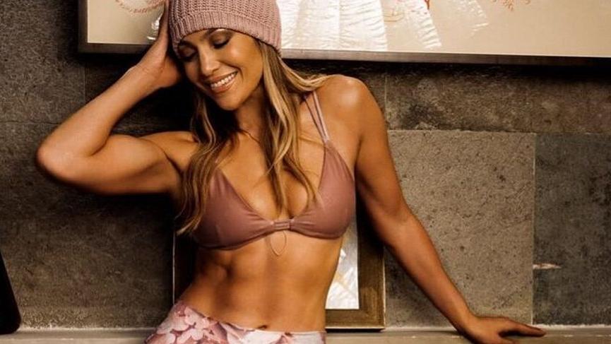 Jennifer Lopez'den bikinili paylaşım