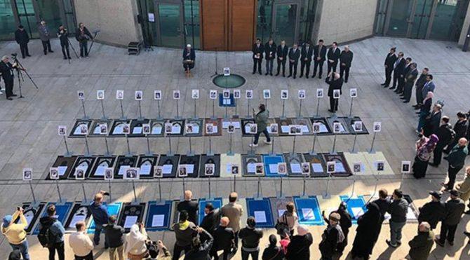 Yeni Zelanda kurbanları 51 seccade ile anıldı