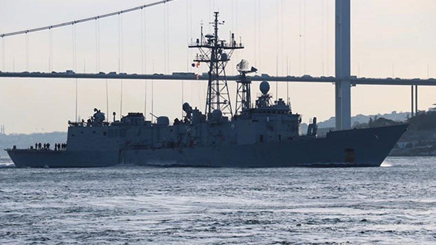 3 savaş gemisi İstanbul Boğazı'ndan geçti