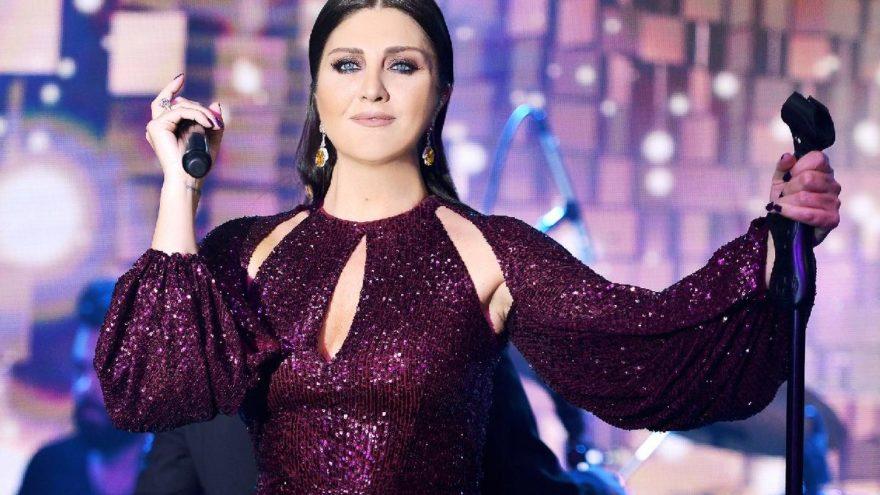 Sibel Can Kıbrıs'ta 3 saat sahnede kaldı