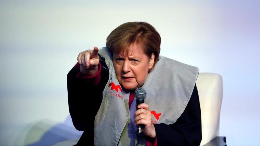 Merkel'den ortak uçak gemisine yeşil ışık!