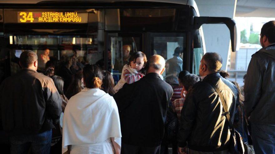 Metrobüs üst geçitleri 12 yılın ardından engellilere uygun hale getiriliyor