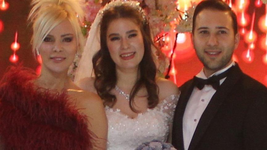 Ömür Gedik'in kızı Gaziantep'te evlendi ile ilgili görsel sonucu