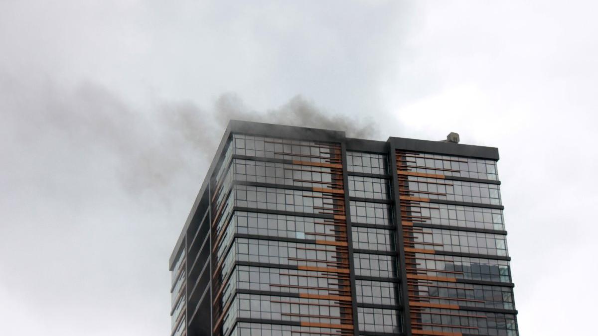 İstanbul'da inşaat halindeki gökdelende yangın